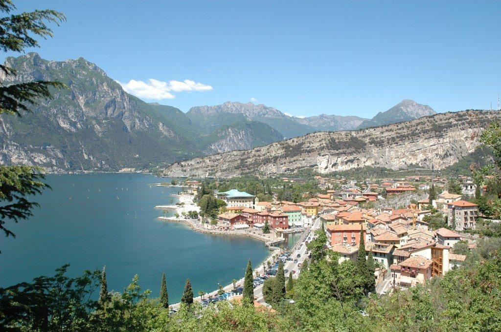 Sentiero Busatte -Tempesta: passerella sul Lago di Garda!