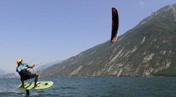 A Malcesine (con i foil) si vola sull'acqua!