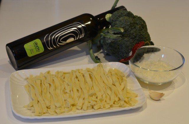 Pasta fresca con crema di broccolo e cialda di pecorino!