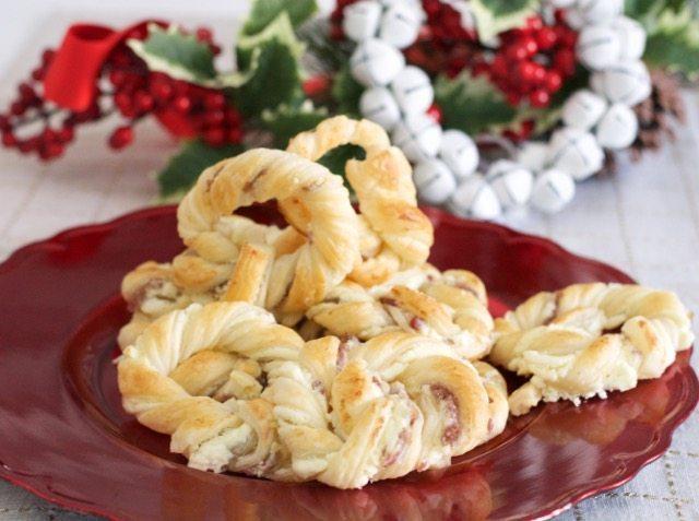 Aperitivo natalizio: Ghirlande di sfoglia e mortandela
