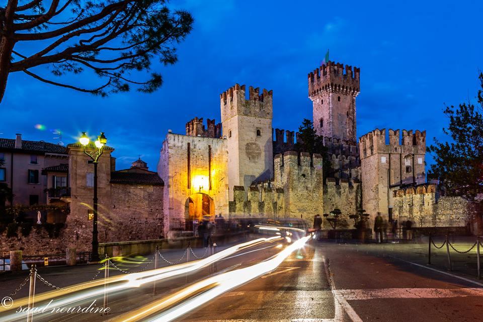 Il Castello di Sirmione, uno dei rari esempi di fortificazione lacustre.