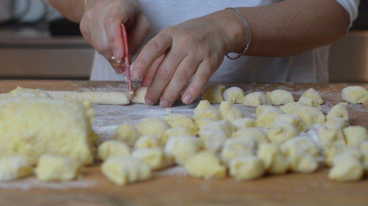 Gnocchi di polenta con pomodori e peperoni
