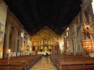 interno della chiesa di San Fermo