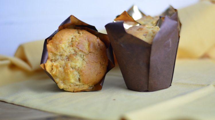 Ricetta muffin con mele e amaretti