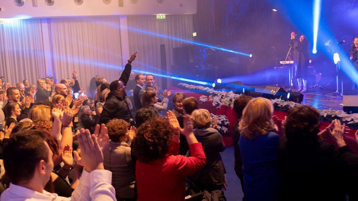 Pastor Ron Gospel Show sold  out e pubblico scatenato
