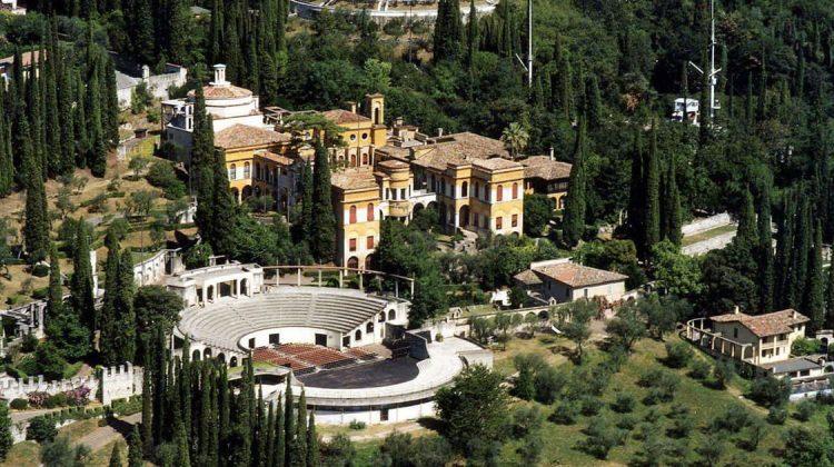 Il Vittoriale degli Italiani a Gardone Riviera, sulla sponda bresciana del Lago di Garda