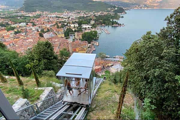 L'ascensore panoramico che vi porta al Bastione di Riva del Garda.