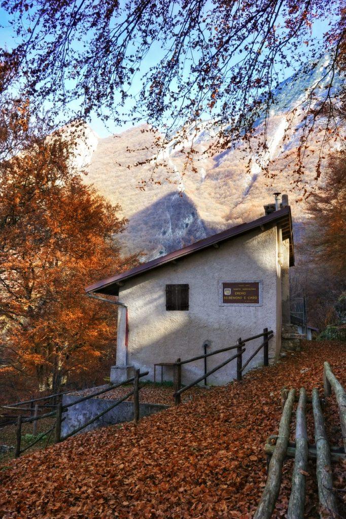 Trekking sul Lago di Garda: l'Eremo di San Benigno e Caro.
