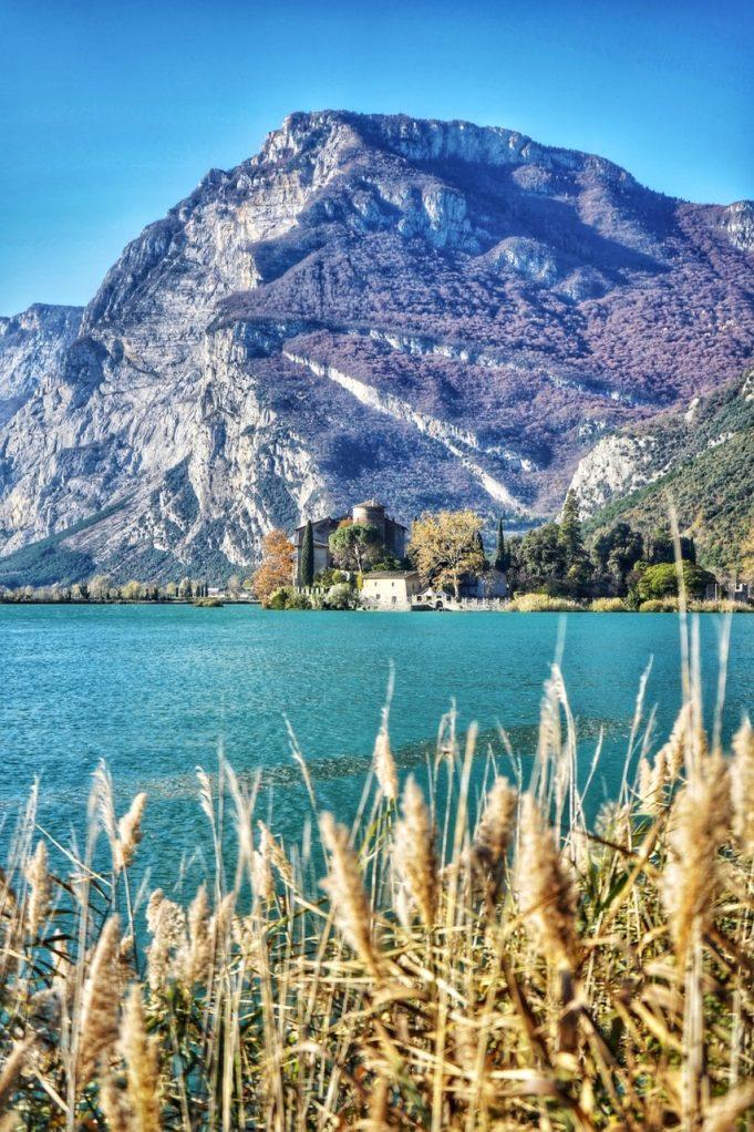 Lago di Toblino e Castel Toblino - Lago di Garda.
