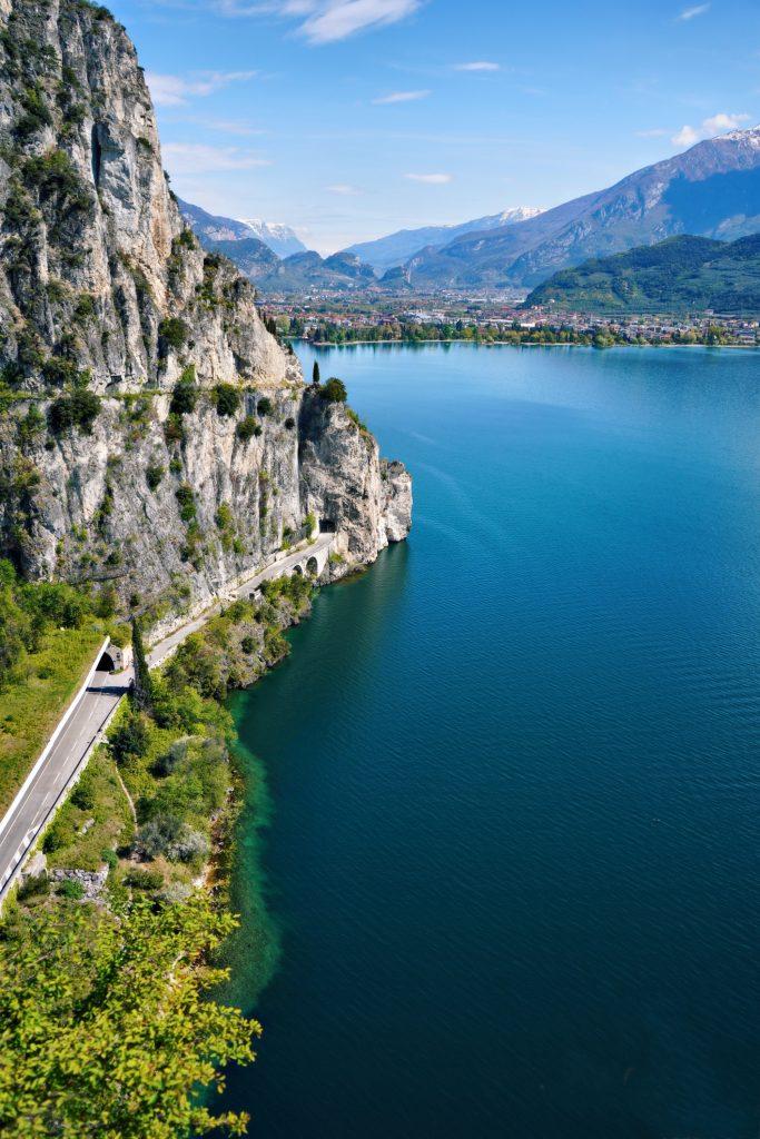 Il Sentiero del Ponale sul Lago di Garda è classificato fra i più belli in Europa.